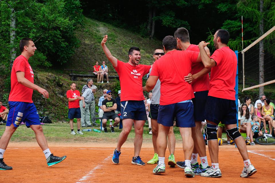 Tím volejbalistov Moštenice počas 80. volejbalový turnaja, Moštenica, Sobota 18. Júla 2015