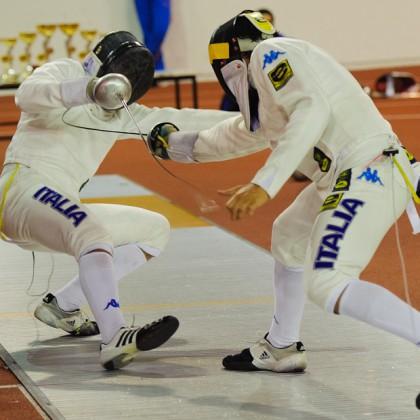 Finálový súboj v talianskom garde Marco Fichera Fichera (ITA, vpravo) - Andrea Santarelli (ITA, vľavo) počas Memoriálu Ferdinanda de Martinengo (Svetový pohár v šerme juniorov), Andrea Santarelli zvíťazil nad svojím krajanom, Bratislava, Nedeľa 18.11.2012