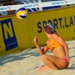 Dominika Nestarcová pod sieťou na turnaji Ravenstone Ladies A-Cup 2012, Rabenstein - Rakúsko, Sobota 30.6.2012