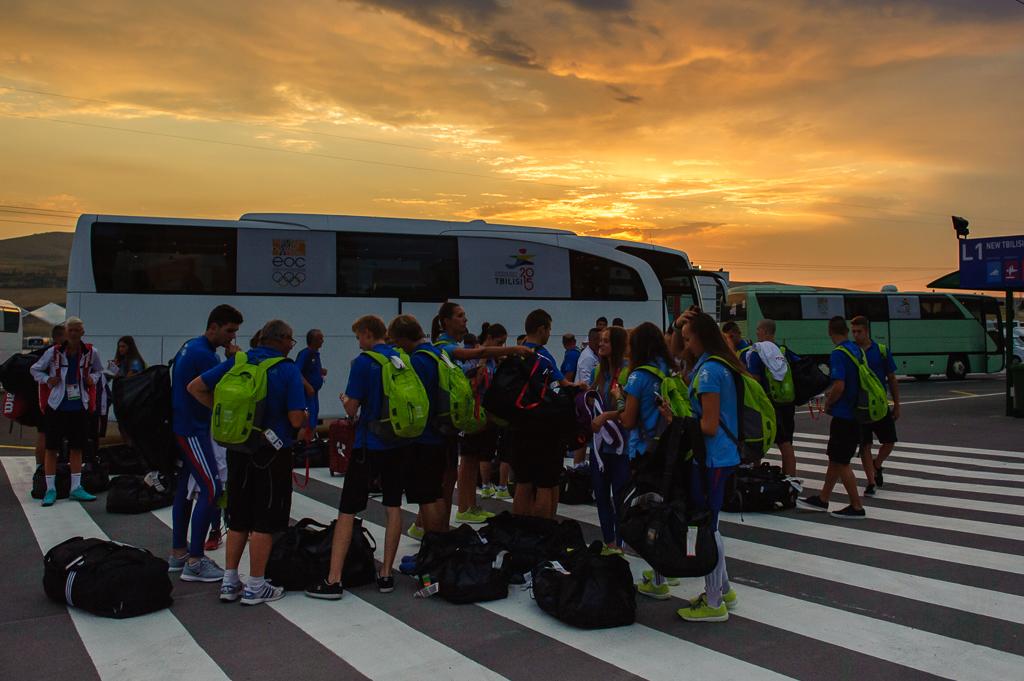 Príchod Slovenskej výpravy Európskeho olympíjskeho festivalu mládeže do olympíjskej dediny na okraji gruzínskeho mesta Tbilisi v skorých ranných hodinách, Nedeľa, 26. Júla 2015, Tbilisi, Gruzínsko