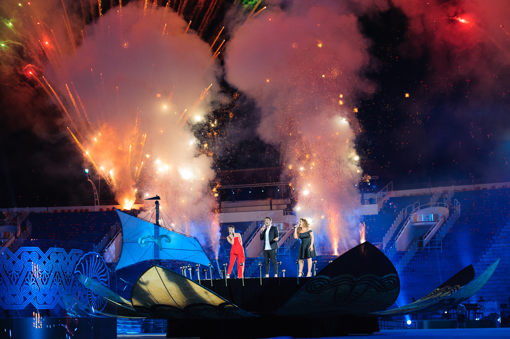 Kultúrny program spojený s ohňostrojom počas otváracieho ceremoniálu Európskeho olympijskeho festivalu mládeže, Nedeľa 26. Júla 2015, Tbilisi