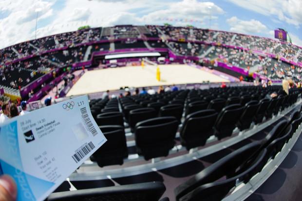 Lístok na beachvolejbalový zápas a pohľad priamo z hľadiska na hraciu plochu štadiónu londýnskej Horse Guard Parade, Londýn - Veľká Británia, sobota 28.7.2012
