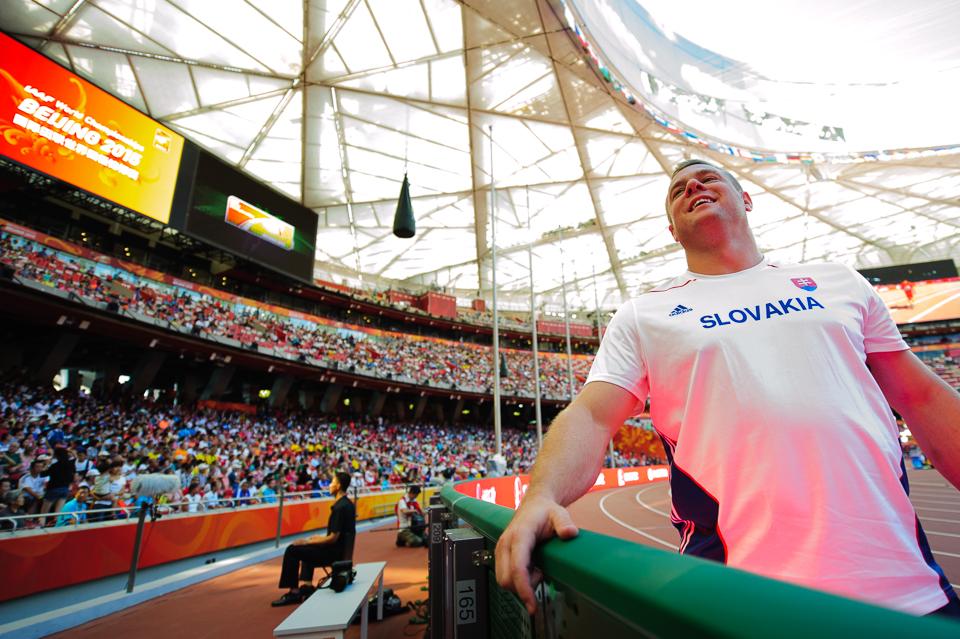 Marcel Lomnický spokojný so svojim výkonom v hode kladivom, keď postúpil do finálovej dvanástky počas Majstrovstiev sveta v atletike 2015, Peking, Čína, Sobota 22. Augusta 2015