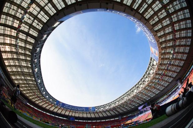Pohľad na oblohu nad štadiónom Lužniky, deijiskom Majstrovstiev Sveta v atletike. Moskva, Ruská federácia, Sobota 10.08.2013
