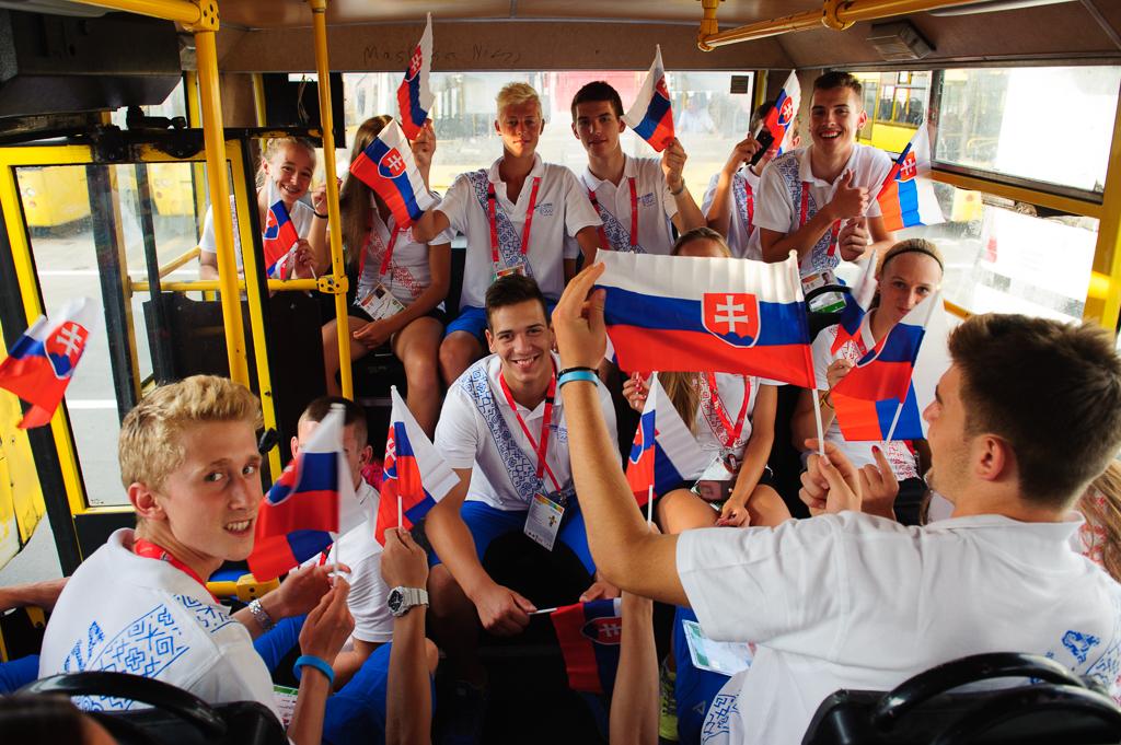 """Časť slovenskej výpravy Európskeho olympijskeho festivalu mládeže v """"žltom exprese"""" na úvodný ceremoniál v Tbilisi, Nedeľa, 26.7.2015, Tbilisi, Gruzínsko"""