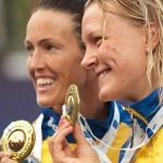 Sarah Sjoestroem (SWE) získala v 100m motýlik prvenstvo (vpravo), jej krajanka Therese lshammar (SWE) zaplávala vo finále tretí najlepší čas. Majstrovstvá Európy v plaveckých športoch 2011, Budapešť - Maďarsko, 13.7.2010