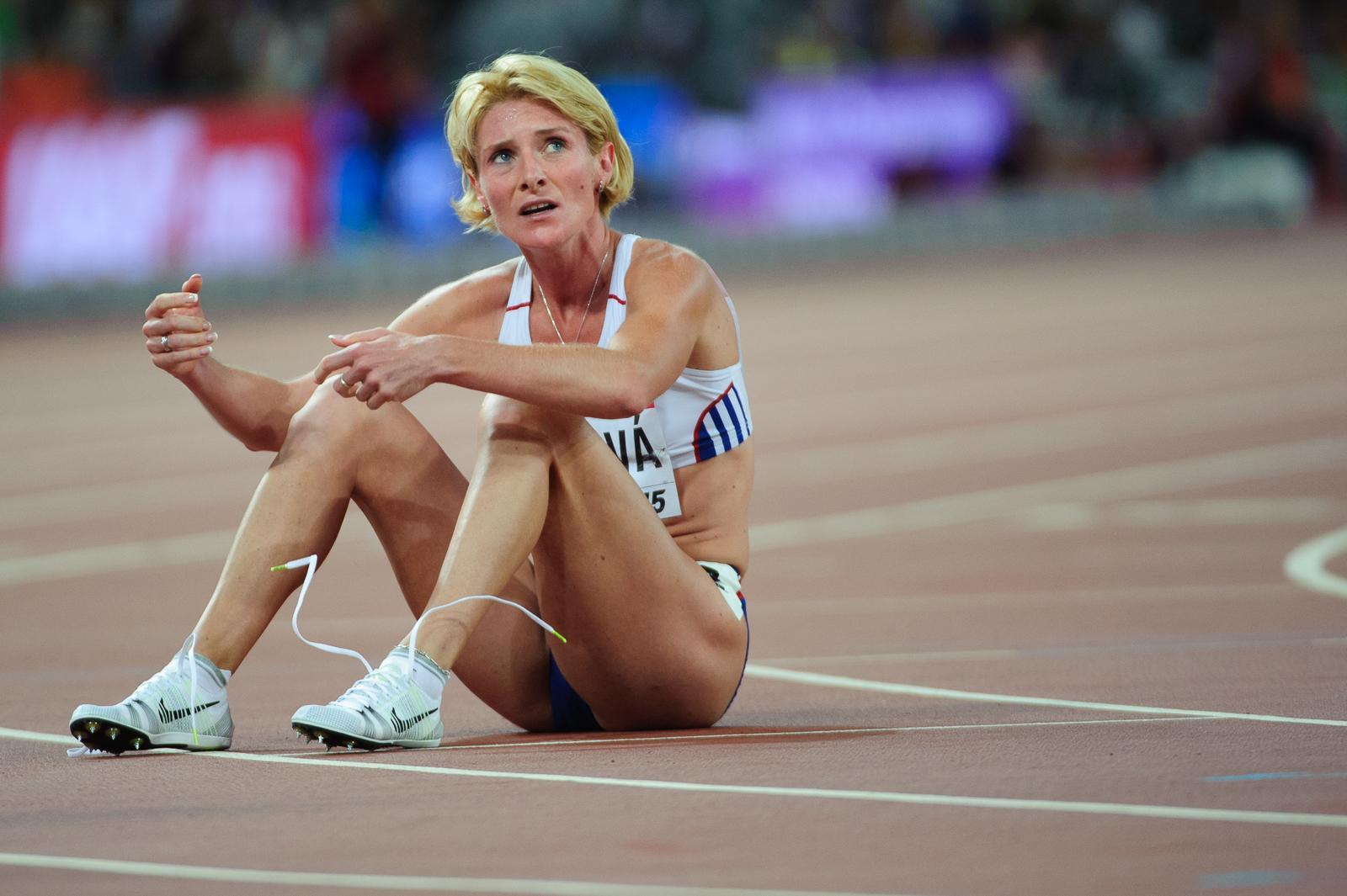 Lucia Klocová po dobehnutí do cieľa behu na 800m počas Majstrovstiev sveta v atletike 2015, 27.08.2015, Peking, Čína