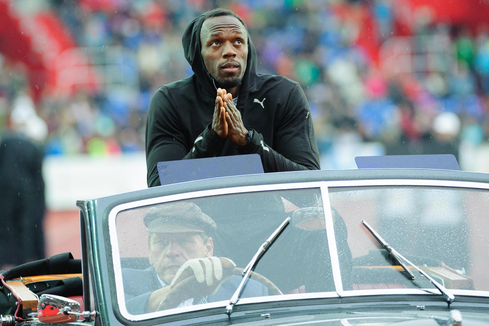 Usain Bolt prichádza na ostravské preteky Zlatá Tretra 2015 na veteránovi. Usain Bolt bol najväčším ťahákom tohto podujatia, 26.5.2015, Ostrava, Česká Rebublika