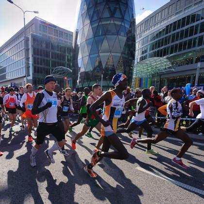 Štart maratónu pred Eurovea Galériou, ČSOB Bratislava Marathon 2012, Bratislava, Nedeľa 1.4.2012