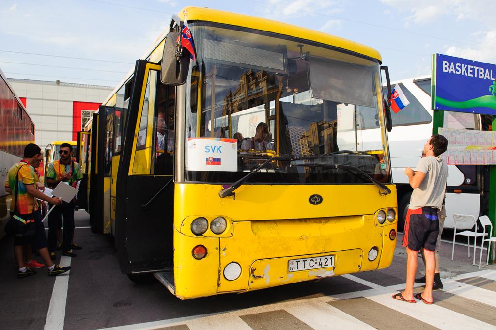 """""""Žltý expres"""" slovenskej výpravy Európskeho olympijskeho festivalu mládeže na úvodný ceremoniál v Tbilisi, Nedeľa, 26.7.2015, Tbilisi, Gruzínsko"""