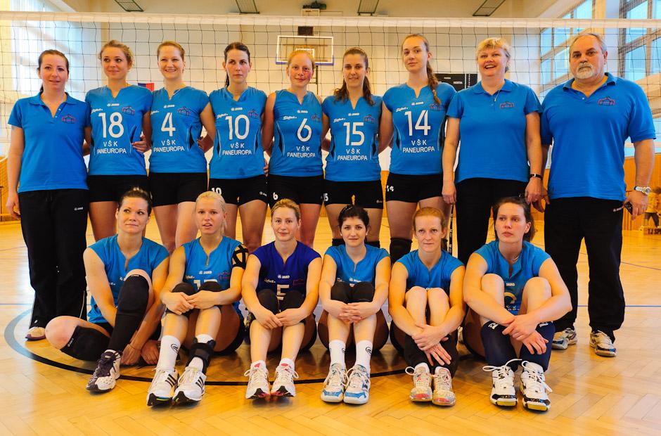 Volejbalový tím VŠK Paneurópa po zápase s VISTAreal Pezinok, ktorý na domácej pôde vyhrali 3:0, Bratislava, Sobota 21.4.2012