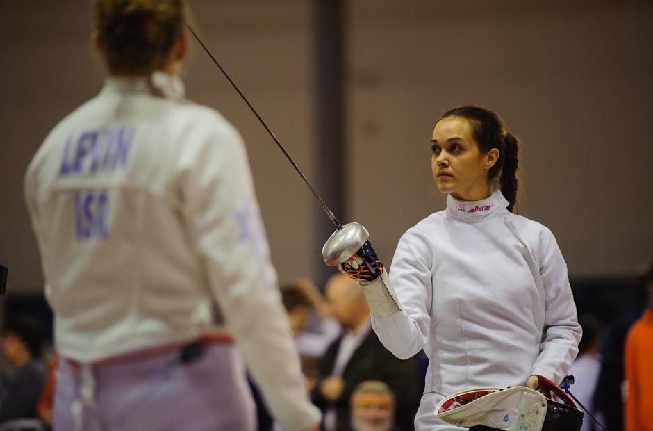 Eva Gabášová (SVK) pred súbojom počas Memoriálu Ferdinanda de Martinengo (Svetový pohár v šerme juniorov), Bratislava, Nedeľa 18.11.2012