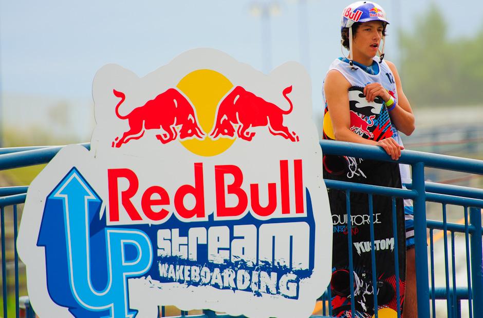 Fredy von Osten sleduje finalove jazdy svojich kolegov. V celkovom hodnotení si vybojoval druhé miesto počas Redbull Upstream 2011, Bratislava - Čunovo, 18.6.2011