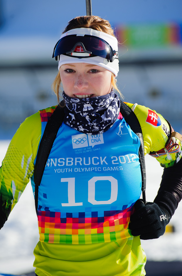 Ivona Fialková počas nástrelov pred stíhacími pretekmi v biatlone, Zimné Olympíjske hry mládeže, Seefeld Arena, Innsbruck - Rakúsko, Pondelok 16.1.2012