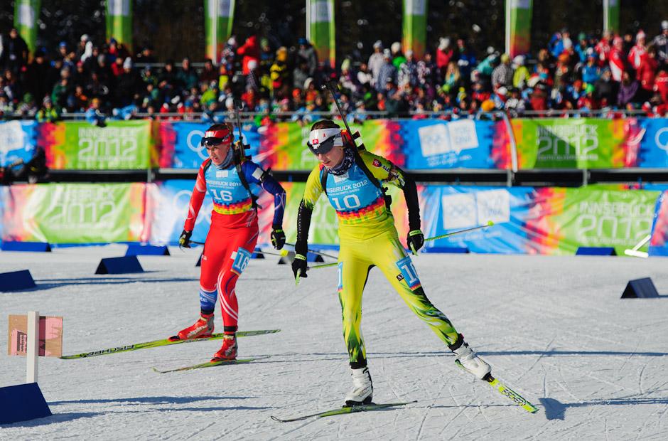 Ivona Fialková v trestnom kole počas stíhacích pretekov v biatlone, Zimné Olympíjske hry mládeže, Seefeld Arena, Innsbruck - Rakúsko, Pondelok 16.1.2012