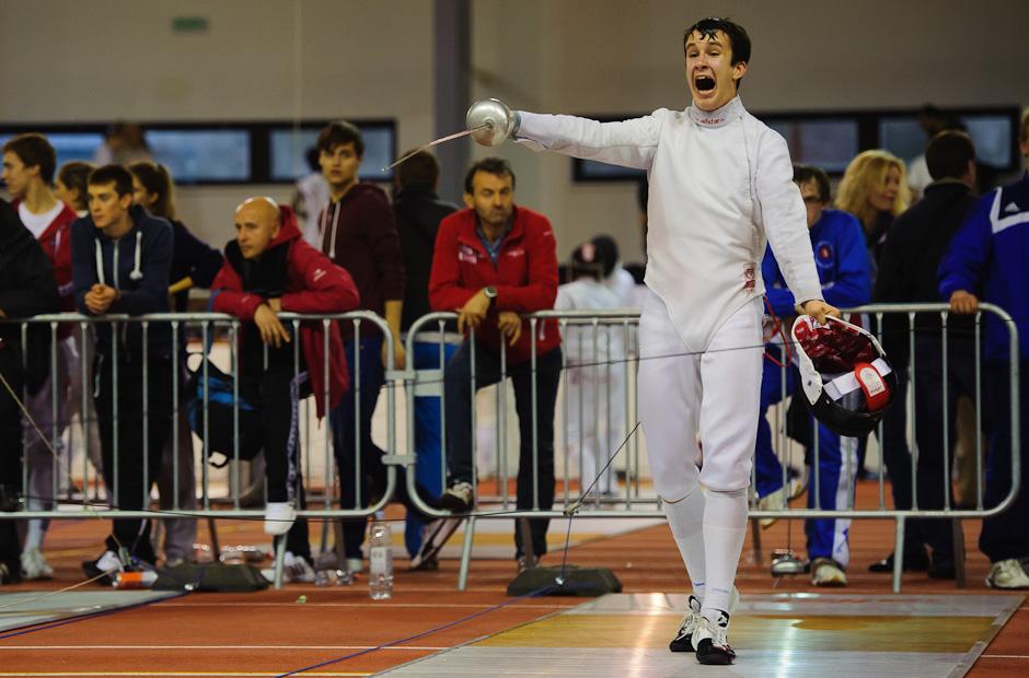 Lukáš Šteis a jeho radosť po víťazstve nad Nikita Gubin (RUS), ktoré mu prinieslo prvé dva body do hodnotenia juniorov počas Memoriálu Ferdinanda de Martinengo (Svetový pohár v šerme juniorov), Bratislava, Nedeľa 18.11.2012
