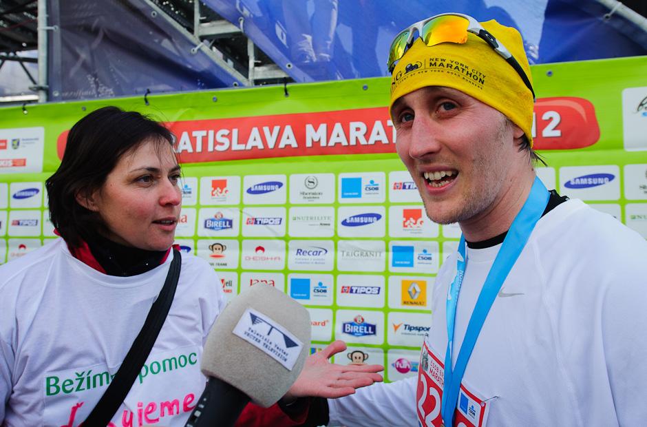 Matej Cifra (Sajfa) v cieli polmaratónu, ČSOB Bratislava Marathon 2012, Bratislava, Nedeľa 1.4.2012