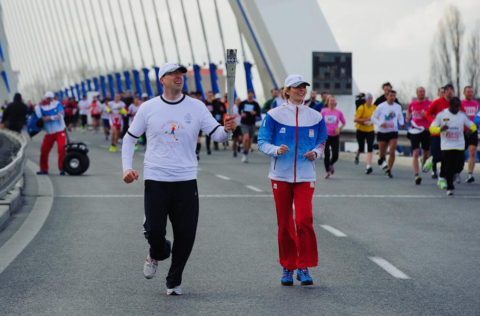 Olympíjska pochodeň na moste Apollo, ČSOB Bratislava Marathon 2012, Bratislava, Nedeľa 1.4.2012