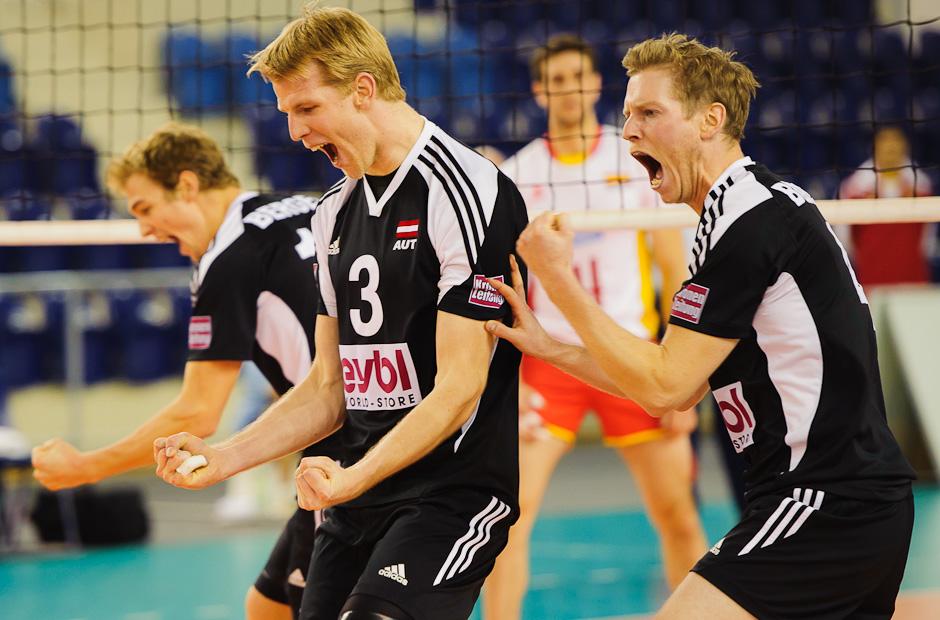Radosť Rakúskych hráčov bola predčasná, keď prehrali so Španielskom 1:3, Poprad aréna, Poprad, Štvrtok 24.11.2011