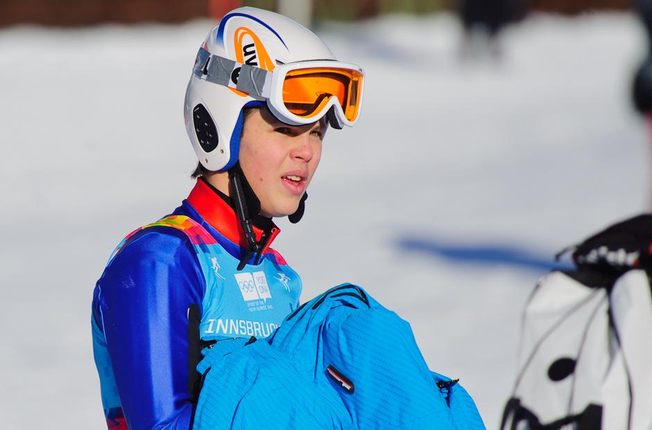 Roman Murín sleduje výsledky ostatných lyžiarov po svojom dojazde do cieľa, v zjazde obsadil 18. miesto, no v slalome už pretek neukončil, Olympíjske hry mládeže, Innsbruck - Rakúsko, 15.1.2012