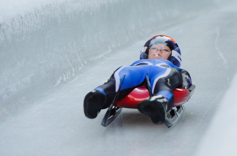 Predjazdkyňa na sánkarskej dráhe počas tréningových jázd na Zimných Olympíjskych hrách mládeže, Innsbruck, Rakúsko, Sobota 14.1.2012.