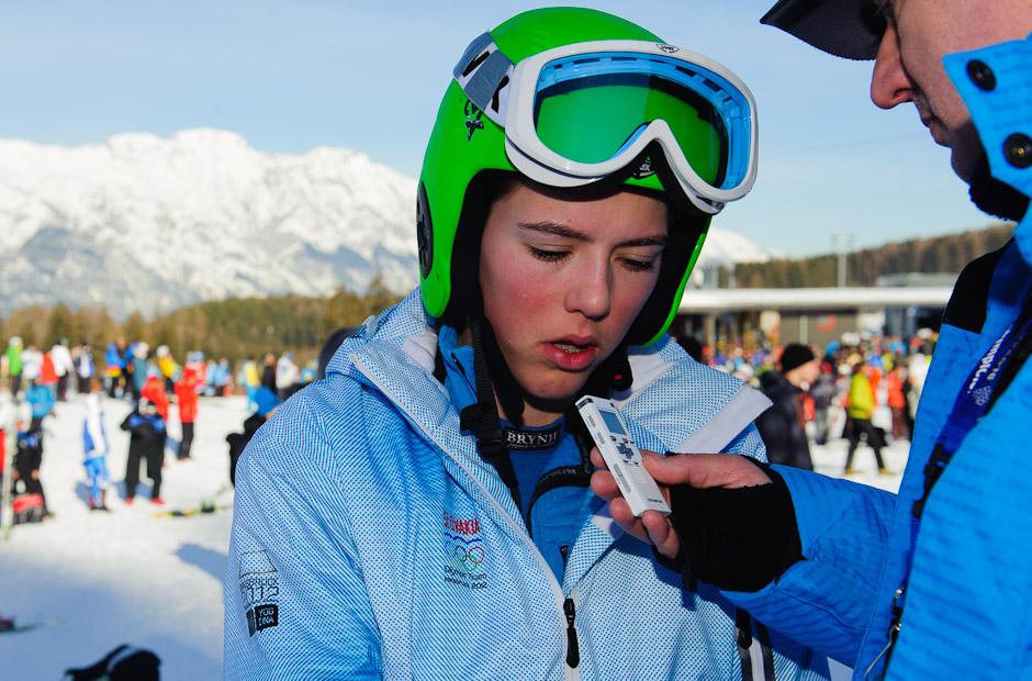 Sklamaná Petra Vlhová po obsadení 4. miesta v obrovskom slalome dievčat, Zimné Olympíjske hry mládeže 2012, Innsbruck - Rakúsko, Streda 18.1.2012