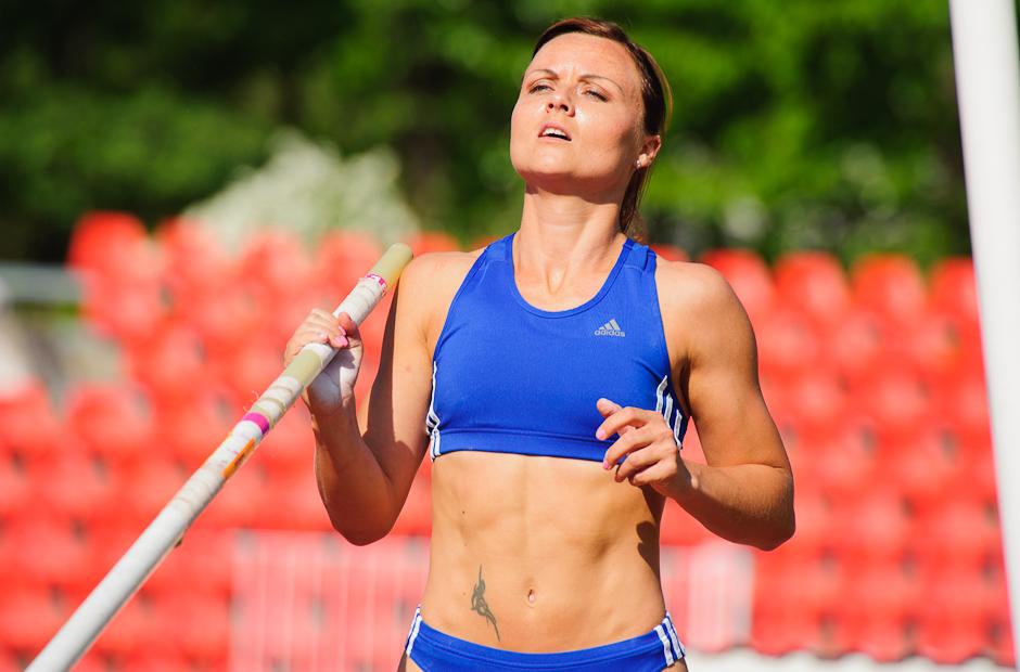 Slavomíra Sľúková príprava na skoku o žrdi počas Atletického kritéria SNP 2012, Banská Bystrica, Sobota 19.5.2012