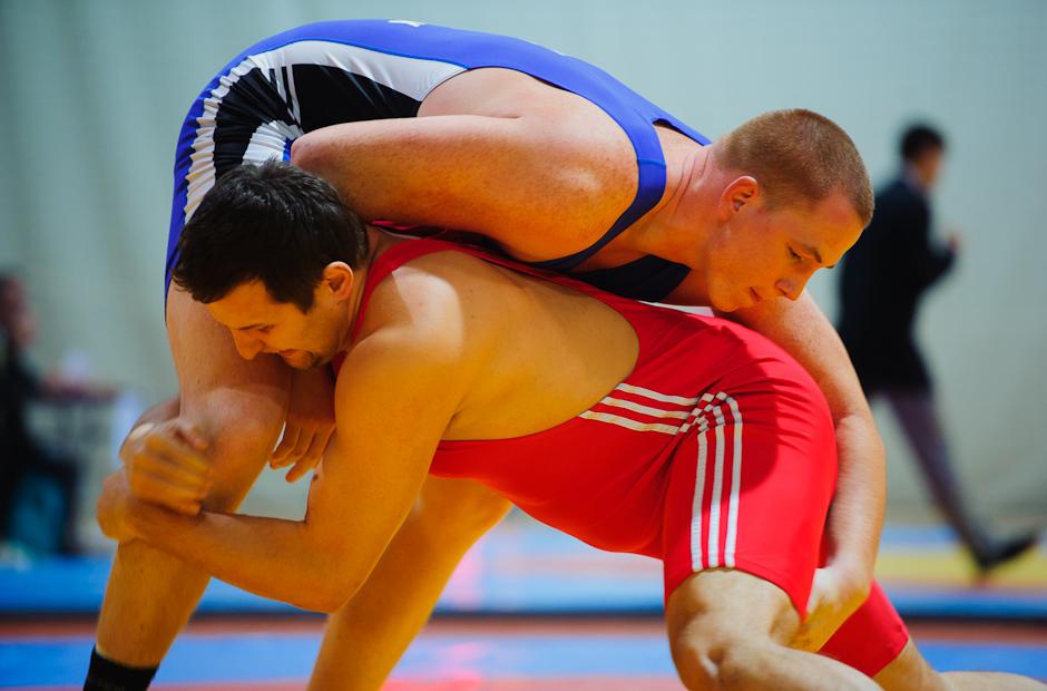 Štefan Vojčák (modrý) obsadil vo svojej kategórii do 120kg 3.miesto počas MSR v zápasení seniorov voľným štýlom 2011, Bratislava, Sobota 12.11.2011