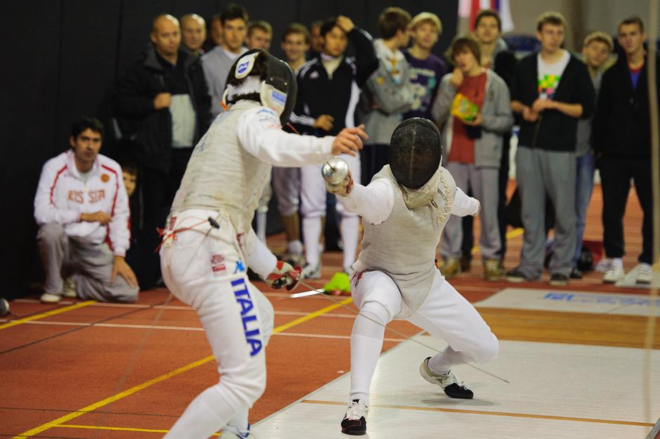Timur Safin (RUS, vľavo) vyradil v počas Memoriálu Ferdinand de Martinengo 2011 svetovú jednotku Edoardo Luperi (ITA, vpravo) s výsledkom 15:7, atletická hala Elán, Bratislava, Sobota 19.11.2011