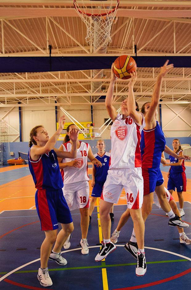 Basketbalový zápas počas Univerziády 2012 na pôde Fakulty telesnej výchovy a športu UK, Piatok, 22.6.2012, Bratislava