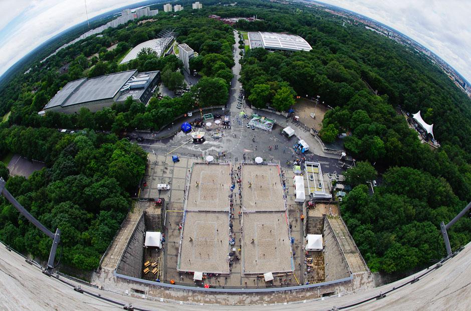 Panoramatický pohľad na štyri veďľajšie kurty smart Gran Slam Berlin 2012 z Berliner Glockenturm, Berlín - Nemecko, Štvrtok 12.7.2012