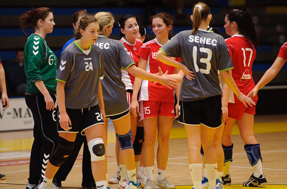 Záverečné poďakovanie počas zápasu Inter SC Bratislava - HK Piccard Senec, Hant aréna, Bratislava, 6.11.2011