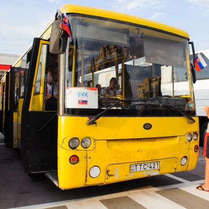"""""""Žltý expres"""" slovenskej výpravy Európskeho olympíjskeho festivalu mládeže na úvodný ceremoniál v Tbilisi, Nedeľa, 26.7.2015, Tbilisi, Gruzínsko"""